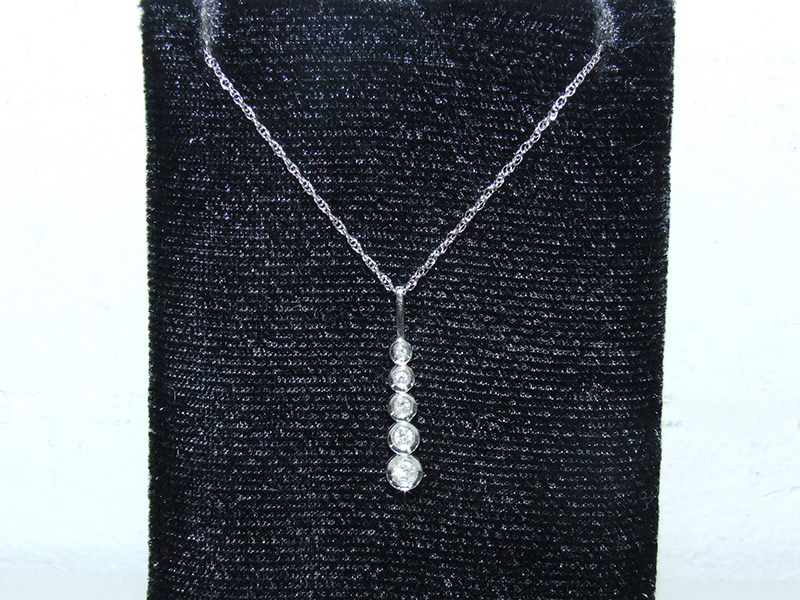 14 white diamond pendant